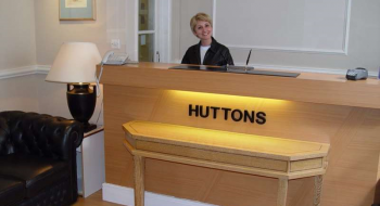 Hotel Huttons 2