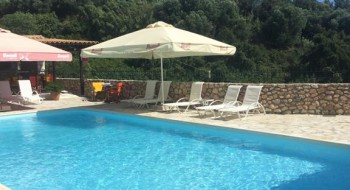Hotel Sarantos Pool Suites 4