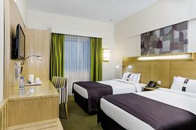 Hotel Holiday Inn Express Airport 3